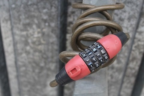 ABUS kabelslot of AXA ringslot