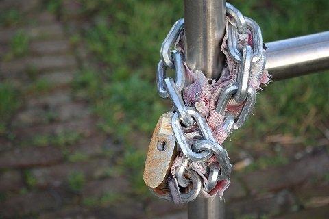 Een kettingslot openen zonder sleutel